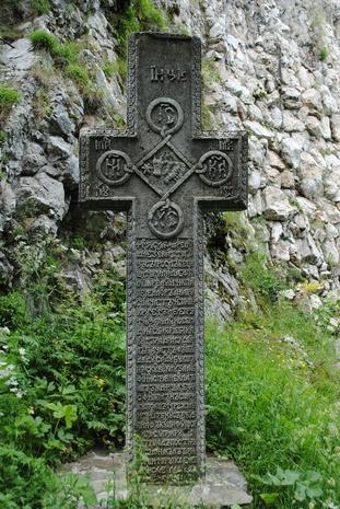 Krzyż na podzamczu